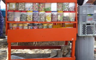 Pause für den Strassenverkäufer in Mindelo